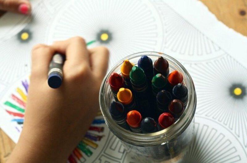 Zabawy plastyczne dla dzieci – cel, przebieg i przykłady