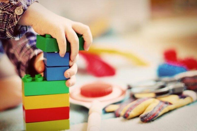 Zabawa z dziećmi – tylko jaka?